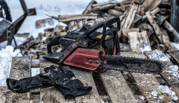 Loose chainsaw chain